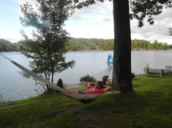 Mill Lake Cottage Resort: Taking it easy after a hard day of relaxing