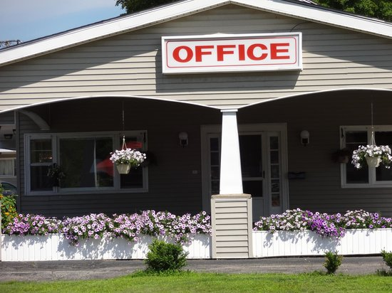 Gorham Motor Inn: Office Enterance
