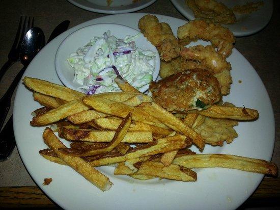 Lisa's Cafe of Madeira: Fried Seafood Platter (Tilapia,crab cake & shrimp)