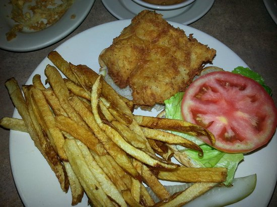 Lisa's Cafe of Madeira: Fried Grouper Sandwich (tomato-not fully ripe)