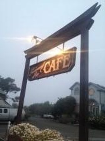 Greenwood Pier Cafe: Ya gotta look for it. TINY little town.