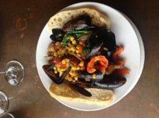 Greenwood Pier Cafe: Mussels - they call this an app - it was a meal.