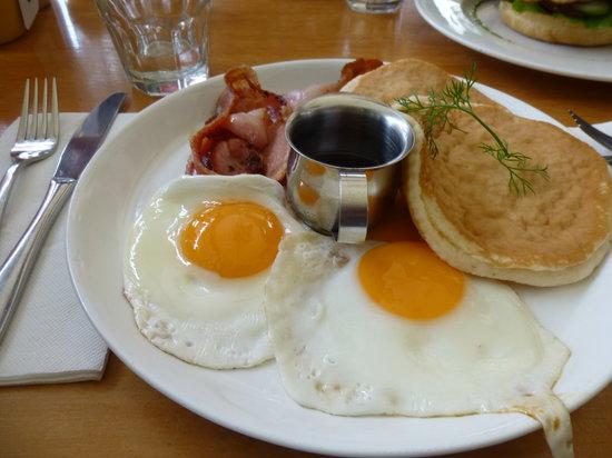 Cockadoodle Cafe & Espresso Bar: Canadian breakfast
