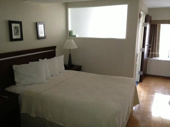 BEST WESTERN Bowery Hanbee Hotel: Generous size clean room
