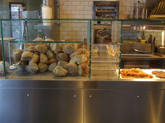 Sternen Grill: Bread,  hot mustard