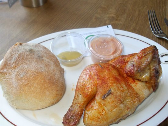 Sternen Grill: 1/2 chicken with bread and sauces