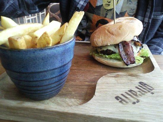 Giraffe - Milton Keynes: Bacon burger