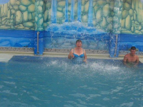 Hotel Portofino: El la piscina