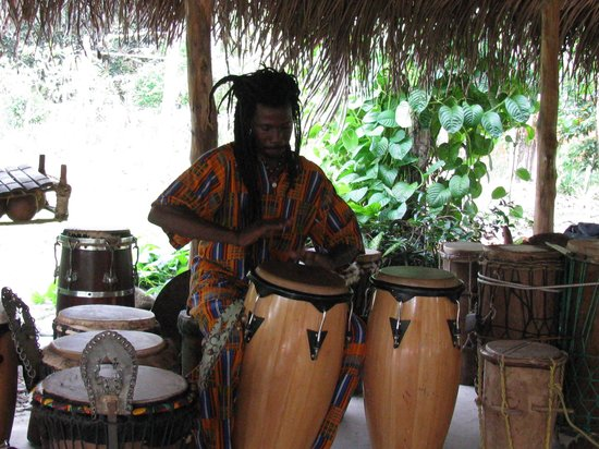 Maroon Creole Drum School : Emmeth demonstating rythms