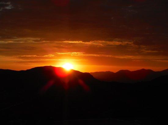 Oak Creek RV Resort: Red Sunset view from the Alpine VFW deck