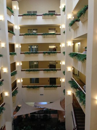 Holiday Inn Hotel & Suites Lake City: Outside our room view of foyer.
