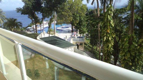 Grand Bahia Principe Cayacoa: del balcon hacia la piscina superior