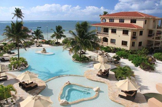 Coco Beach Resort : Front Pools