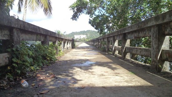 Grand Bahia Principe Cayacoa: entrada al puente( esta deteriorado, ir en zapatillas, llevar agua)