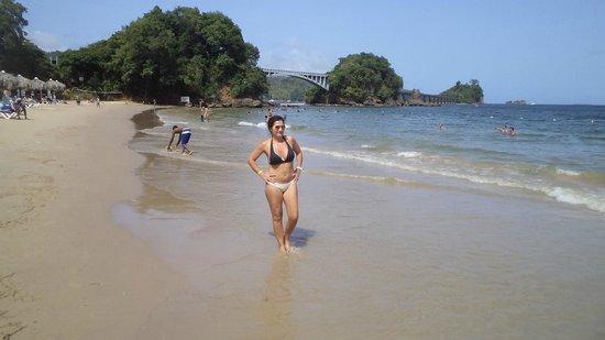 Grand Bahia Principe Cayacoa: parecida a Buzios, Brasil, agua verde, cálida. el problema es el río que desagua a 600ms. sucio