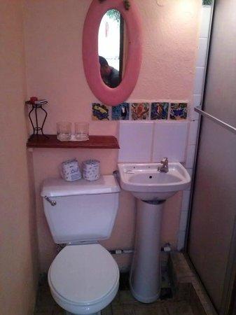 Hotel La Colina: baño