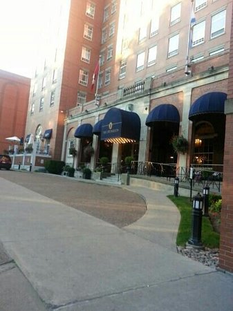The Lord Nelson Hotel & Suites: hotel entrance