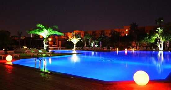 Palm Plaza Marrakech Hotel & Spa: Piscine By Night