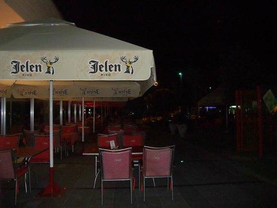 Jelena Hotel: Garden outside