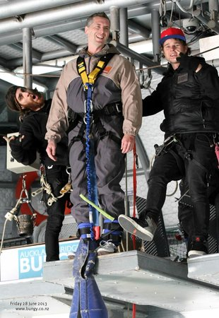 Auckland Bridge Bungy - AJ Hackett Bungy : Company takes great pictures