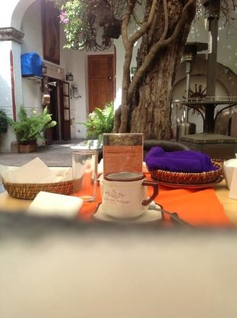Hotel Villa del Villar: breakfast for two in the courtyard