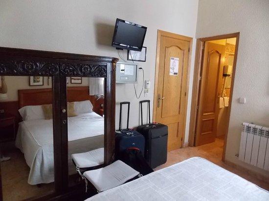 Hostal San Lorenzo: tele y placard