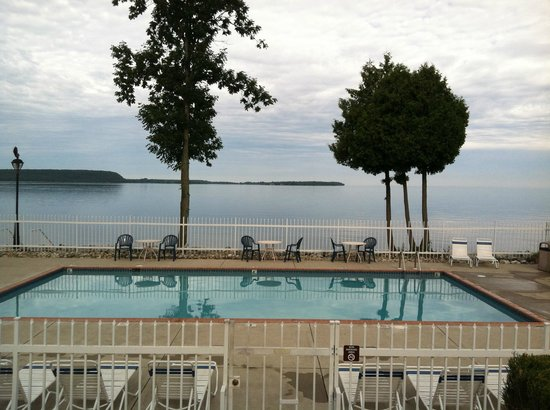 Westwood Shores Waterfront Resort: the outdoor pool