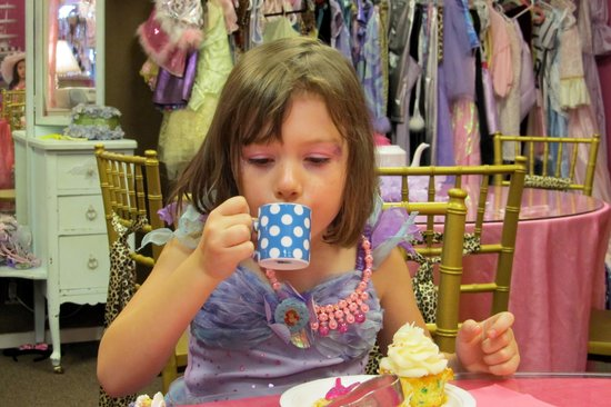 Let's Pretend Tea Parties: tea and cup cakes