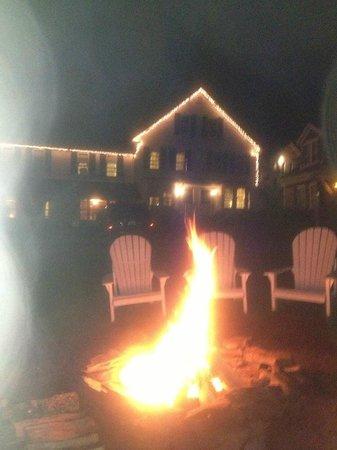 Christmas Farm Inn & Spa: Bonfire on our last night!  FUN!