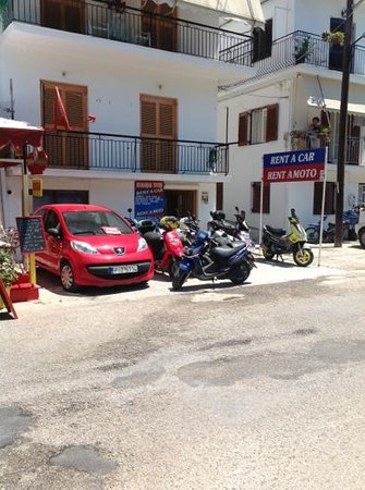 Magic Hotel: Rental car/scooter place in Skiathos