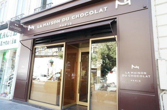 the storefront near bon marche picture of la maison du chocolat paris tripadvisor. Black Bedroom Furniture Sets. Home Design Ideas