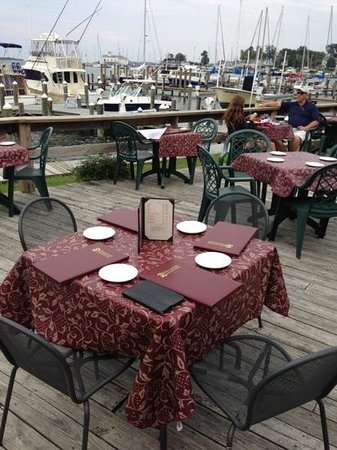 Digiovanni's Dock of the Bay : waterside seating