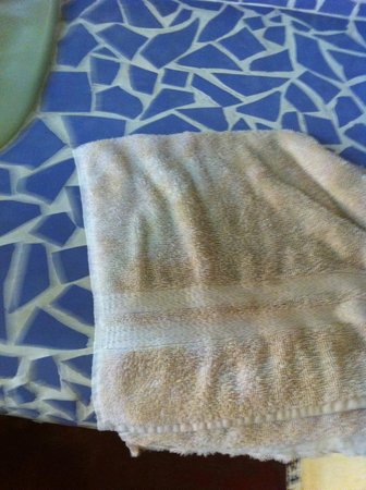 Posada del Abuelito: Hand towel in bathroom