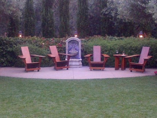 Estancia La Jolla Hotel & Spa : Zen Like Sitting Area on property