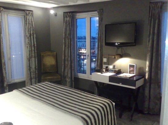 Hotel le Notre Dame: Entretenimiento desde la cama
