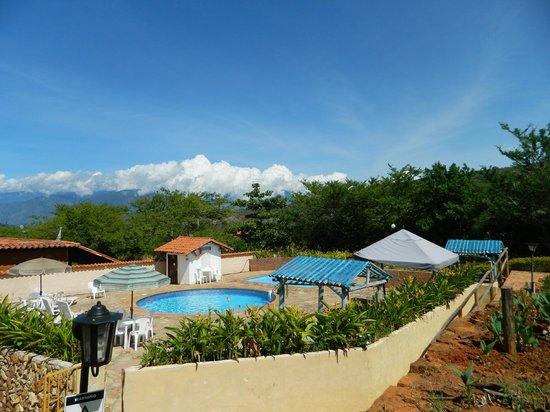 Hotel Santos de Piedra: vista de la piscina