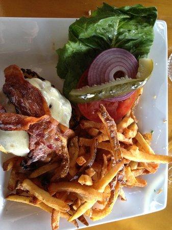 Ross' Grill: 1/2 lb Burger