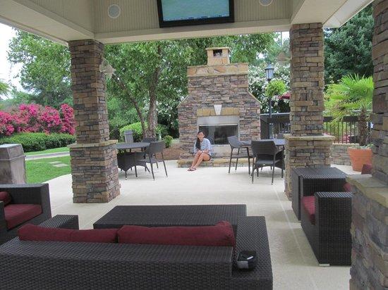 Hampton Inn Columbia-I-26 Harbison Boulevard : Outdoor Living Area