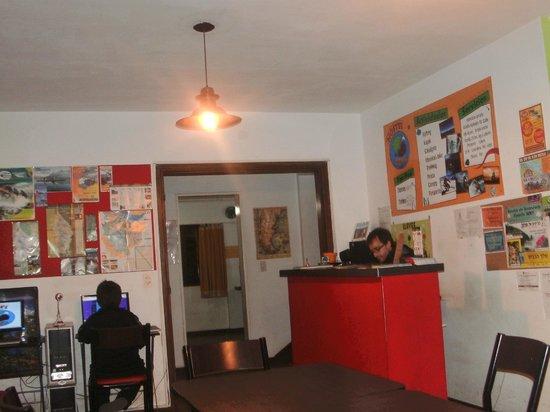 Rodinia Hostel: el mostrador/entrada