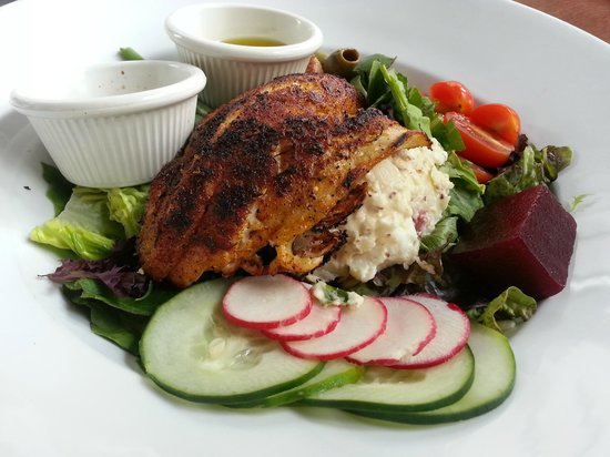 LuLu's at The Thompson House: Her Grouper on an Eclectic Salad