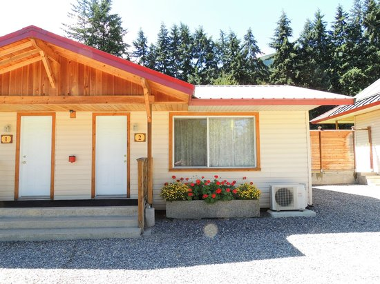 ViewPoint RV Park & Cottages: Cottage #2, outside view