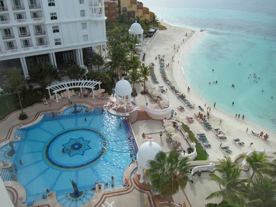 Hotel Riu Palace Las Americas : view from my room .loved it!