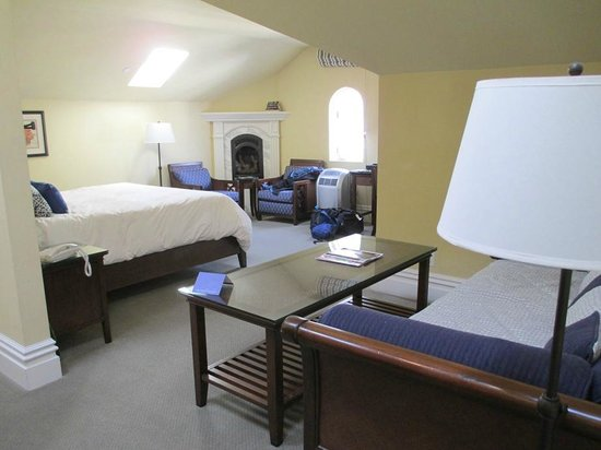 West Cliff Inn, a Four Sisters Inn: Room