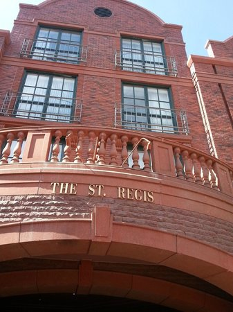 The St. Regis Aspen Resort: Hotel front