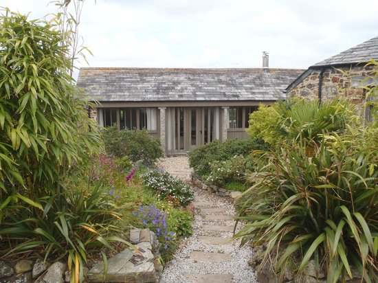 Rooke Cottages: Path to front door