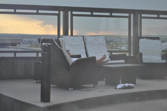 Acclaim Hotel Calgary Airport: Roof top seating area