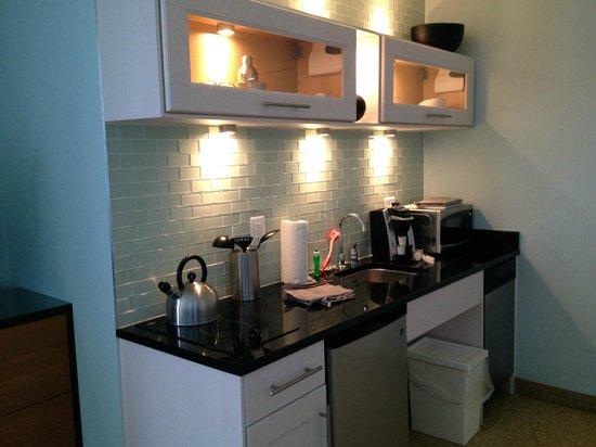 Icona Diamond Beach: Kitchen Area in Room