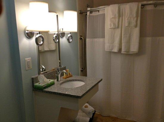 Icona Diamond Beach: Bathroom