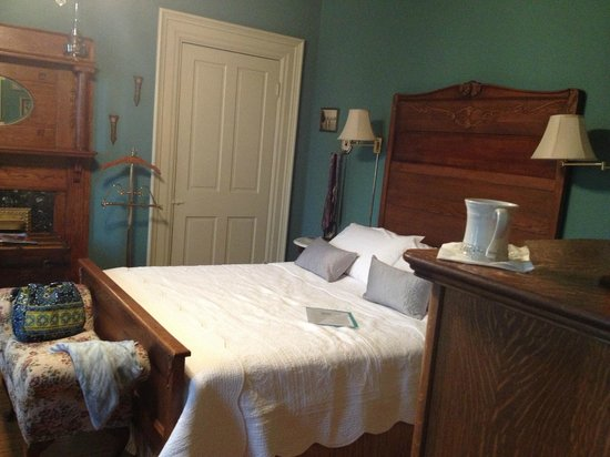 Gateway Bed and Breakfast: Our room