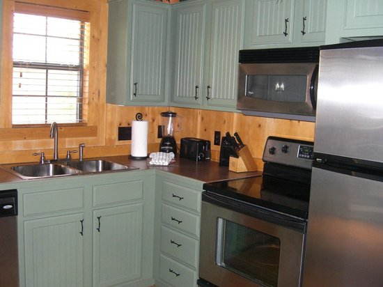 Cabins at Green Mountain : Kitchen